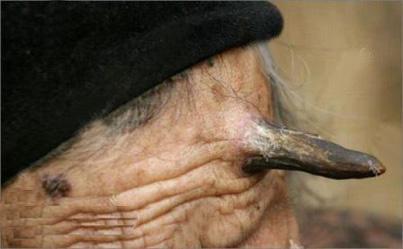 1579296433 robeka.ir به نظر شما این زن از تعجب شاخ درآورده؟! (عکس)