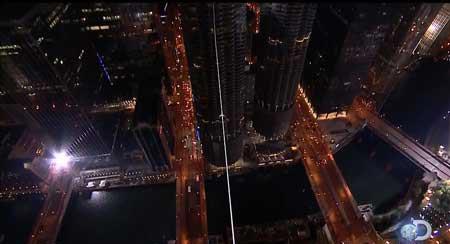 1579354006 robeka.ir عکس های نفس گیر از راه رفتن روی طناب
