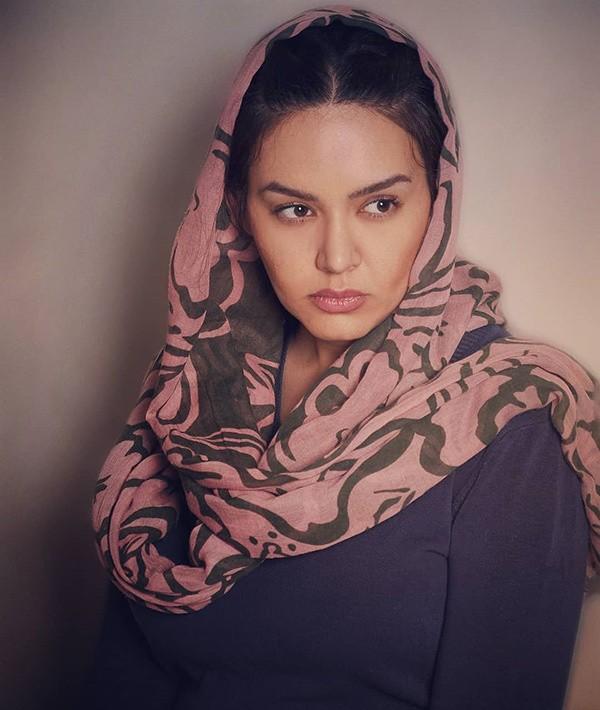 1586634909 robeka.ir بیوگرافی تمام بازیگران زن سریال نون خ 2 (دختران نورالدین خانزاده)