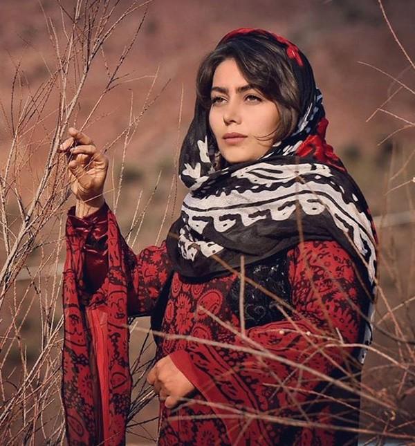 1586634933 robeka.ir بیوگرافی تمام بازیگران زن سریال نون خ 2 (دختران نورالدین خانزاده)