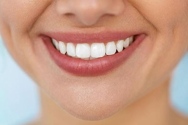 1586718228 robeka.ir روش های خانگی برای سفید شدن دندان ها | روش های مفید و ارزان