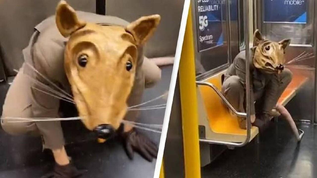1608094795 robeka.ir ماسک عجیب یک مسافر در مترو!