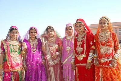 1608440718 robeka.ir لباس های سنتی هندوستان