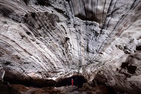 1609282886 robeka.ir غار نمکدان یا غار سه مرد برهنه در قشم (+تصاویر)