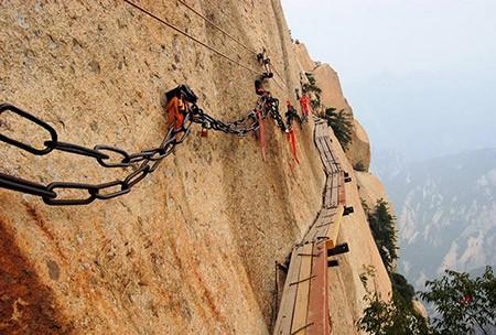 1609448826 robeka.ir کوه هوآشان، یکی از خطرناک ترین مناطق کوهستانی دنیا