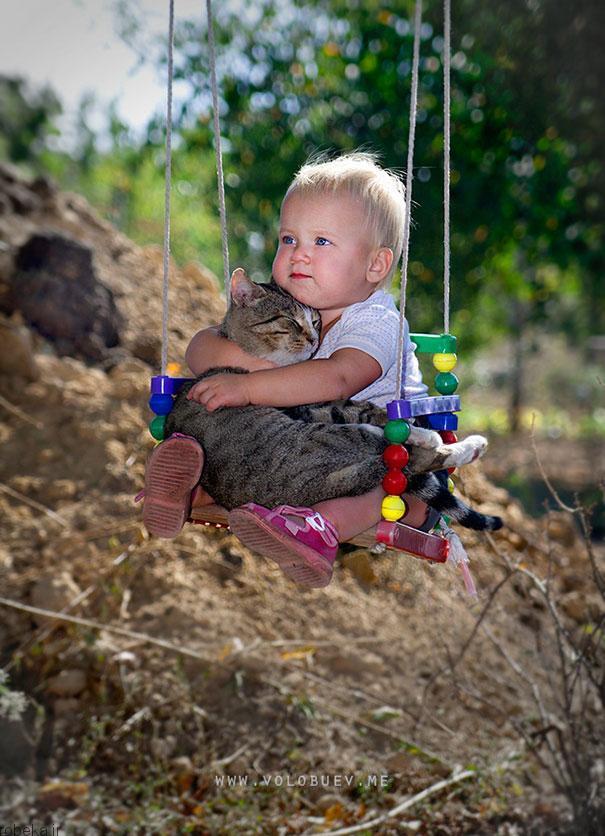 20175323141962615a عکس های دیدنی از رابطه احساسی گربه ها و کودکان