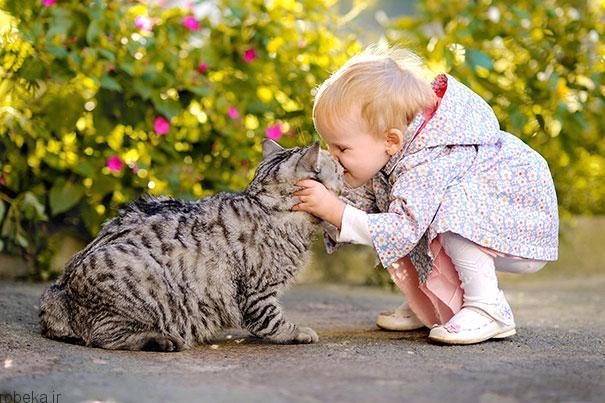 20175323141964413a عکس های دیدنی از رابطه احساسی گربه ها و کودکان