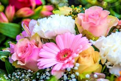 58448484 اشعار زیبا درباره گل