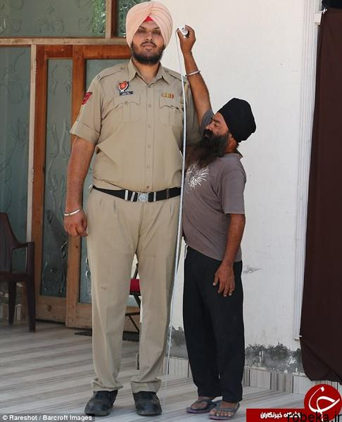 9703 52t2996 قدبلندترین افسر پلیس جهان در هند خدمت میکند (عکس)