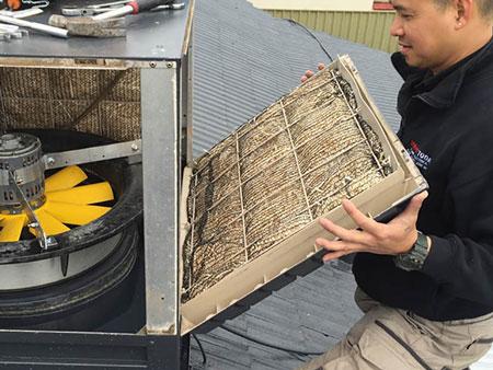 air conditioner odor 3 دلایل بوی بد کولر آبی چیست و چگونه میتوان آن را برطرف کرد؟