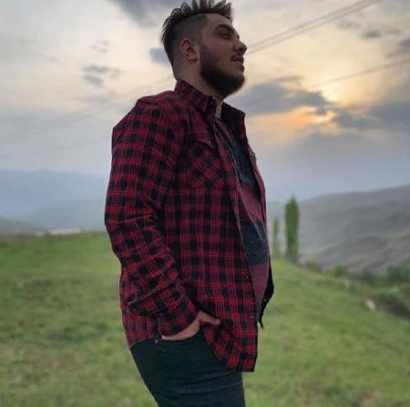 aron afshar1 8 بیوگرافی آرون افشار خواننده پاپ و جوان ایرانی