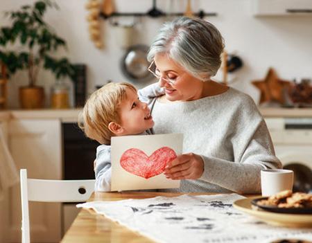 congratulate grandmother02 2 متن های زیبا برای تبریک مادربزرگ شدن