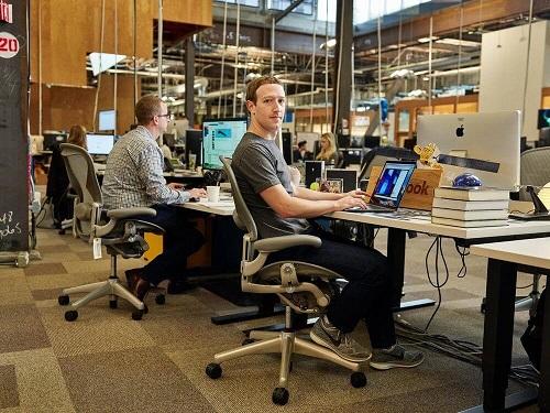 %name دفتر کار افراد مشهور؛ از مرکل و کلینتون تا ایلان ماسک و وارن بافت (+عکس)