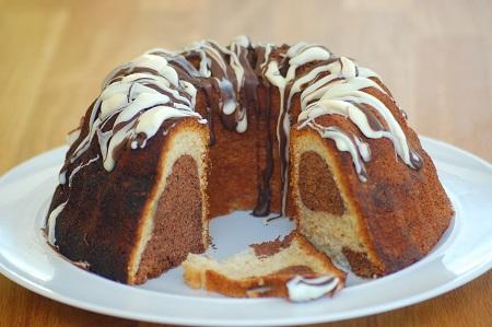 انواع کیک عصرانه تصویری, کیک عصرانه کشمشی و گردو, کیک عصرانه ساده و شکلاتی