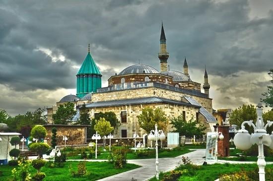 gt j0676546b45bt34543rv مقبره شاعر ایرانی در کشور ترکیه