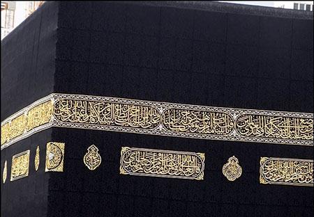 kaaba 01 چرا پارچه كعبه فقط به رنگ مشكي است؟
