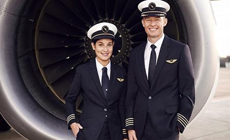 لباس خلبانی مسافربری, ویژگی لباس های خلبانی