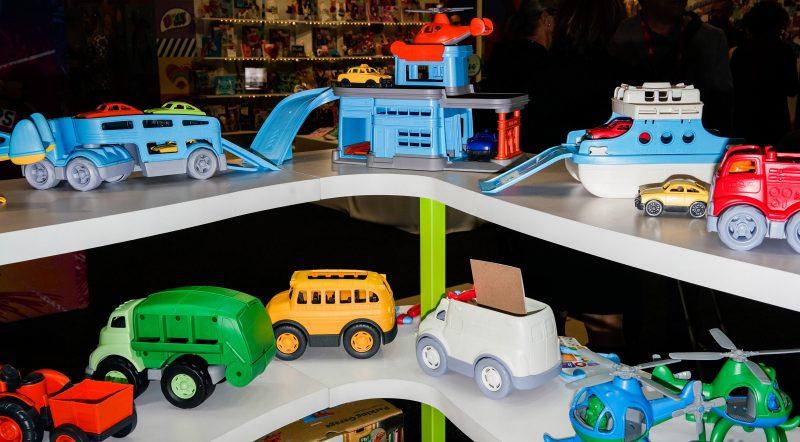 pdvlkijfn cu4ycr78yb7ubhdfudniofhu8yhwijeuhdsb fujfj 800x442 چگونه اسباب بازی مناسب سن فرزند خود را انتخاب کنیم؟