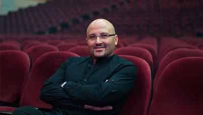 poyanikpour singer1 1 بيوگرافي پويا نيكپور | آهنگساز ، خواننده و پيانيست ايراني