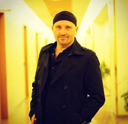 poyanikpour singer1 3 بیوگرافی پویا نیکپور | آهنگساز ، خواننده و پیانیست