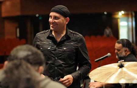 poyanikpour singer1 7 بيوگرافي پويا نيكپور | آهنگساز ، خواننده و پيانيست ايراني