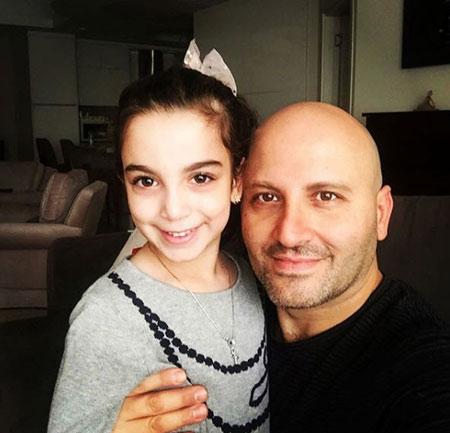 poyanikpour singer1 8 بیوگرافی پویا نیکپور | آهنگساز ، خواننده و پیانیست