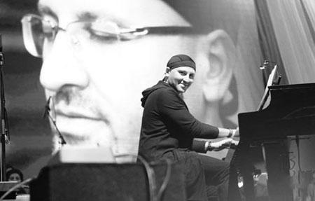 poyanikpour singer1 9 بیوگرافی پویا نیکپور | آهنگساز ، خواننده و پیانیست