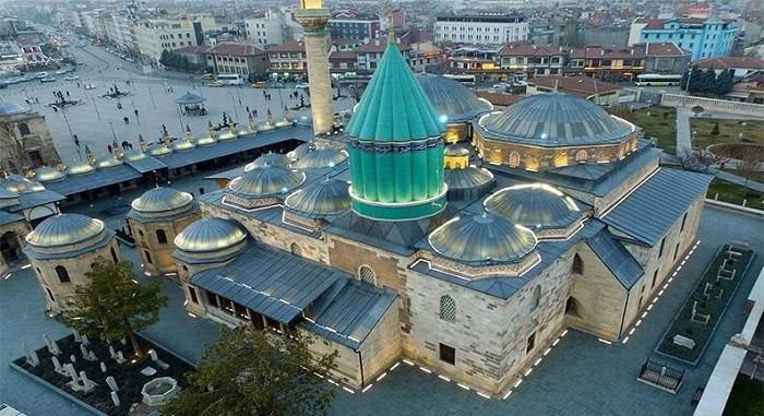 rgty 8ij7 i nyyrtyrtrttg مقبره شاعر ایرانی در کشور ترکیه