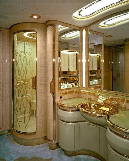 royal2 toilets13 شیک ترین سرویس بهداشتی های سلطنتی