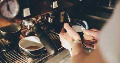 steaming2 method2 coffee1 روش بخار دادن شیر برای قهوه با دستگاه