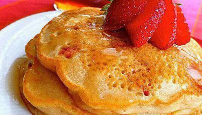 strawberry2 pancakes1 طرز تهیه پنکیک توت فرنگی