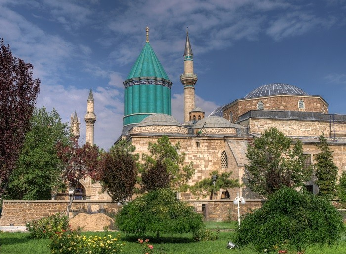 tgy67tu679979ny6un6nrt مقبره شاعر ایرانی در کشور ترکیه